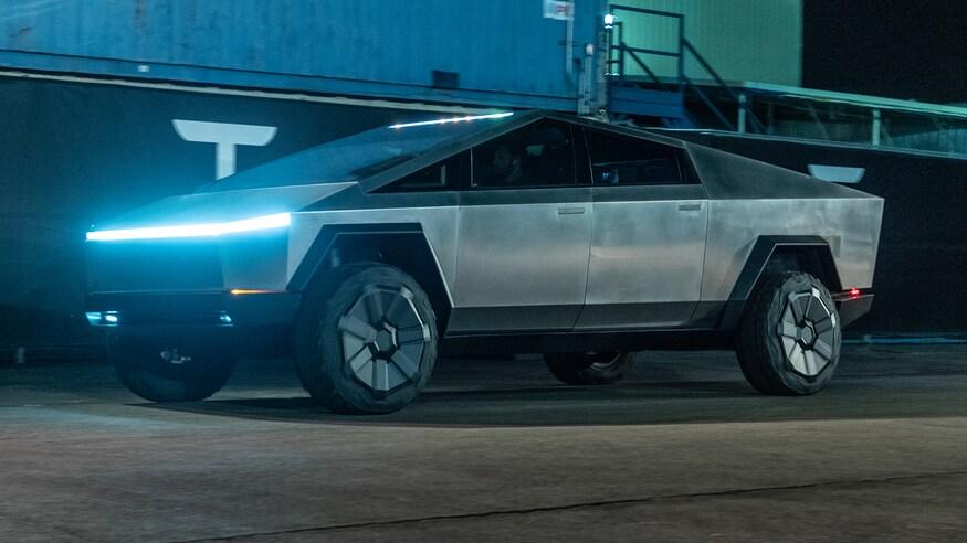 Tesla présente enfin sa camionnette du futur
